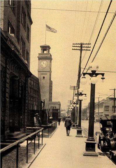 Goodyear Tire & Rubber Co. clock (near corner Goodyear Blvd and Market St., Akron, Ohio) circa 1920: from http://mredinjection.blogspot.nl/#