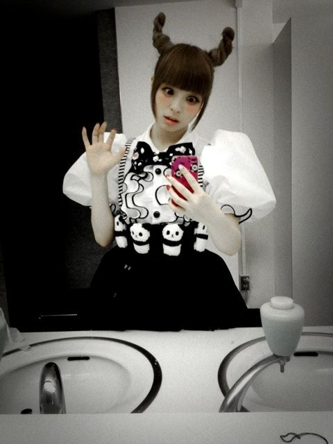 Kyary. I want this look. Lol