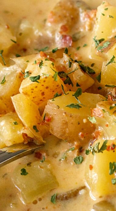 Crock Pot Baked Potato Soup - potatoes, bacon and cheese loaded into the crock pot; what's not to love? ❊