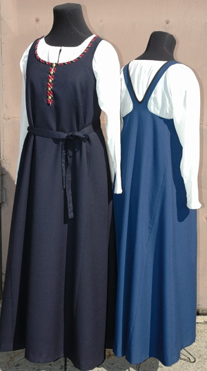 "Finnish sarafaani or feresi. In Finland orthodox women wore sarafan while lutheran women wore ""normal"" Finnish (e.g. Karelian) traditional costumes. www.kansallispuku... www.ortodoksi.net... Ajankohtaista -T:mi Soja Murto"