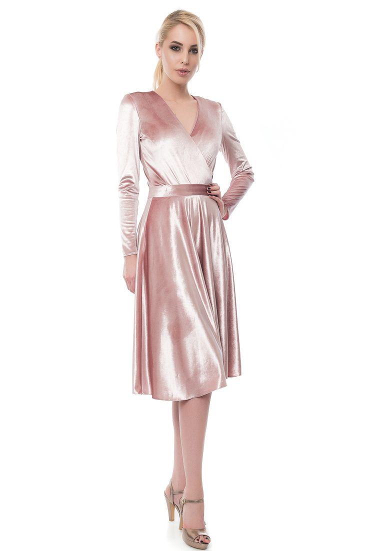 BODY PETRECUT CU MANECI DIN CATIFEA pink velvet body  velvet skirt Sursa: http://maruca.ro/Body-petrecut-cu-maneci-din-catifea-roz-w10383 Copyright © Maruca.ro