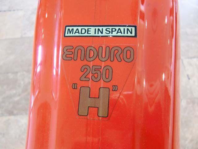 MARCA: MONTESA MODELO: 250 COMPETICIÓN CARACTERÍSTICAS: 250 C.C., 5 VELOCIDADES, MOTOR Y CAMBIO EN PERFECTO ESTADO, DEPÓSITO DE ENDURO 250 H, FRENOS HIDRÁULICOS, BUEN ESTADO.  AÑO: 1990 PRECIO: 3.300.- € MÁS INFORMACIÓN EN: http://antequeraclassic.com/montesa_250_competicion.htm