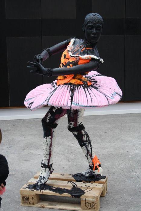 Folkert de Jong dancer. A bit more expressive than a Degas piece. ;)