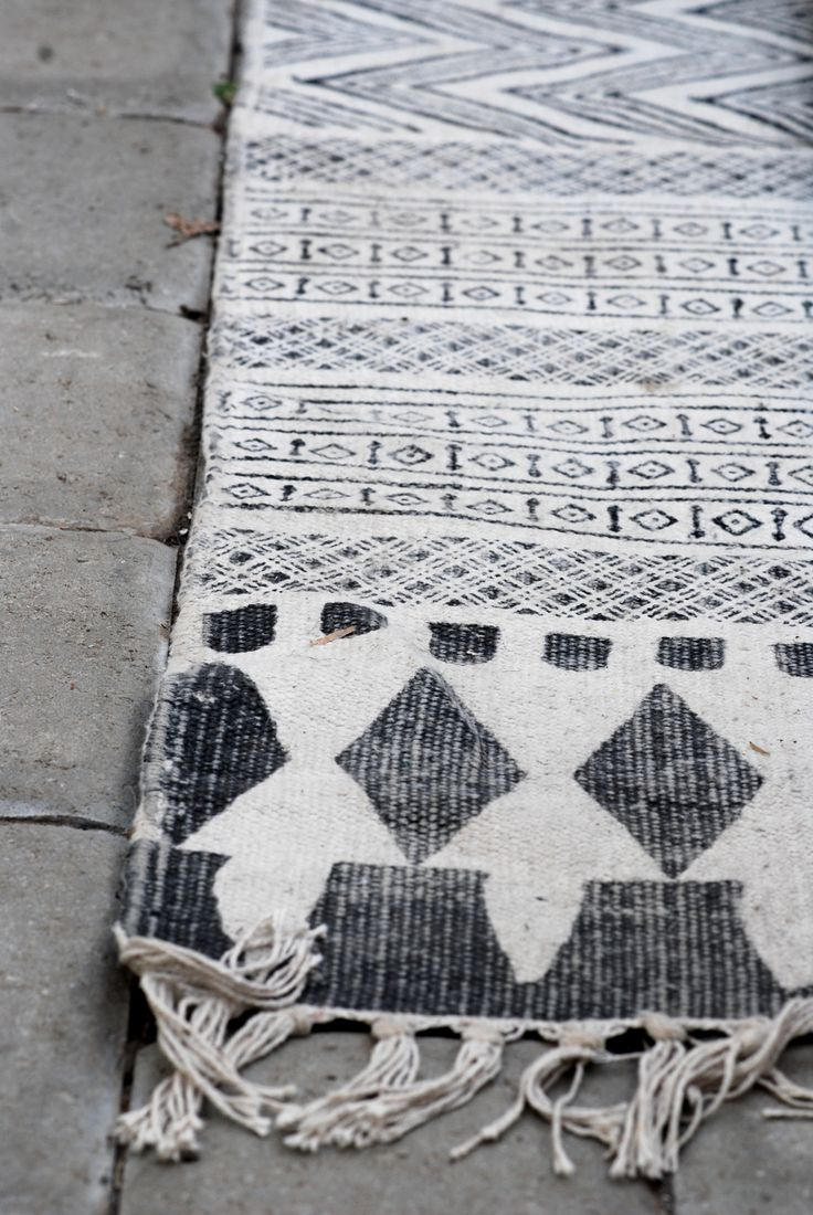 could be neat to do turkish rug inspired towels/blankets. really like this pattern.  even a good excuse to travel ;)