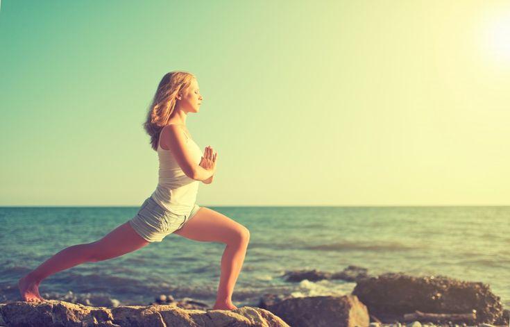 Если вы решили заняться йогой, то сейчас самое время. На первом этапе подойдет йога для начинающих: простые упражнения (асаны). Ниже представлена подборка статей с тренировками, которые можно проводить дома, на работе или даже в дороге. Йога – это отличные упражнения для похудения, онапомогает восстановлениюнервной системы, нормализует сердечный ритм, улучшает настроение, избавляет от болей в спине и суставах.