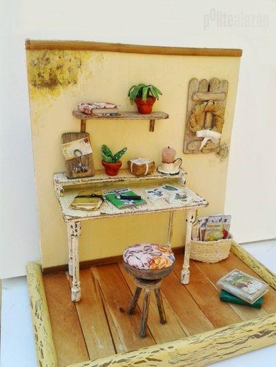 ESTUDIANDO BOTÁNICA  Escena de estudio en miniatura  montada sobre un marco de fotos de 16,2 x 11,2 cm.