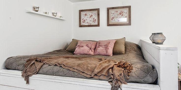 kawalerka, małe wnętrze, salon, sypialnia, białe wnętrze, kanapa, styl…