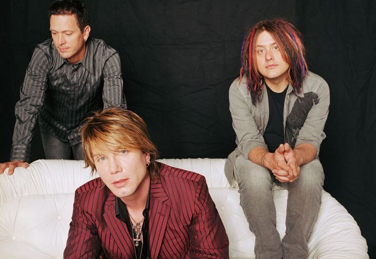 Goo Goo Dolls seemed to find the right balance of mixing their newer material with the standards that earned them such a following throughout the '90s. Description from illinoisentertainer.com. I searched for this on bing.com/images