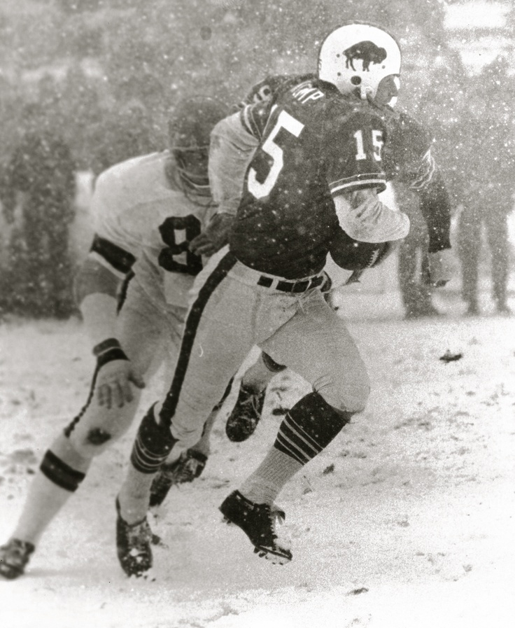 Jack Kemp escapes a tackle as he moves up field. Photo Credit: Robert L. Smith Photography