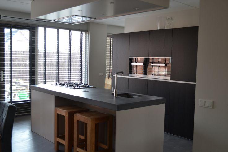 Prachtige moderne keuken met eiland geplaatst door onze deelnemer NDR Keukens.