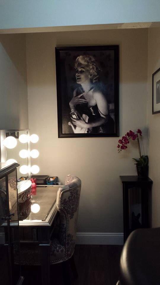 Makeup/Dressing Room/Vanity Complete! #Hayworth Vanity, #Hayworth Jewelry Chest, Vanity Girl Hollywood Makeup Mirror, Marilyn Monroe.   My husband is the best!