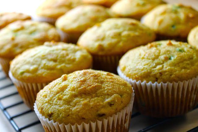 Muffins de pan de maíz con jalapeño y queso cheddar #SavoirFaire #AccionDeGracias #receta