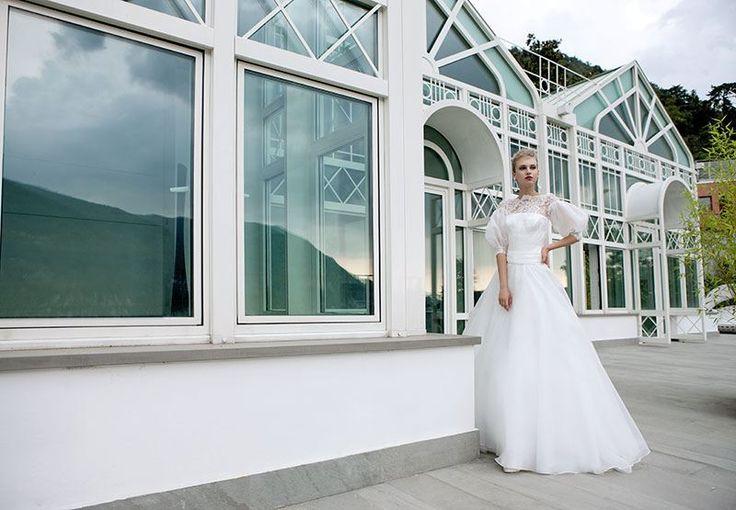 Collezione EP 2014 - Elisabetta Polignano: abito da sposa con maniche lunghe e gonna morbida #wedding #weddingdress #weddinggown #abitodasposa