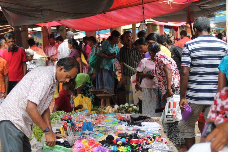 een hele belevenis... de lokale markt op Sri Lanka