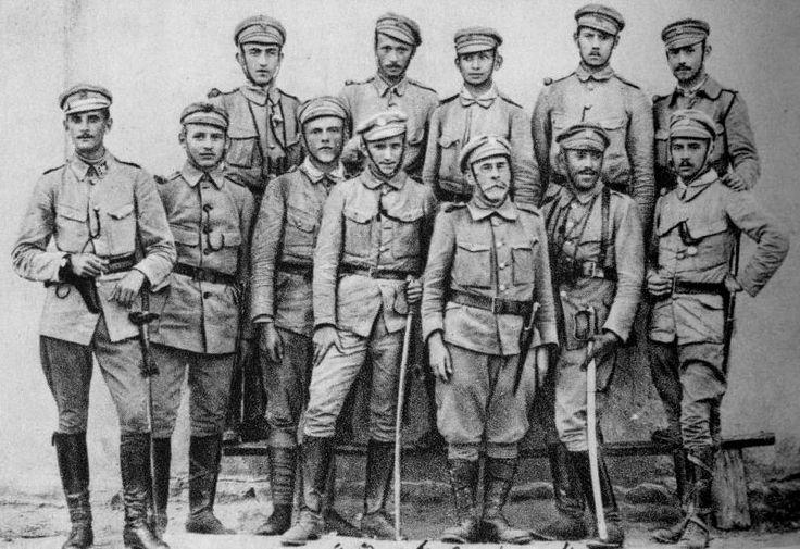 Znalezione obrazy dla zapytania mundury strzeleckie i drużyniaków