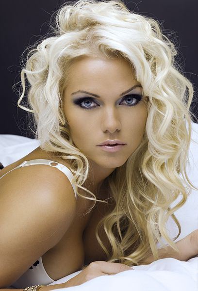 Love the wave in her hair, and love the smokey eye!: Hairstyles, Hair Colors, Platinum Blondes, Hairmakeup, Beautiful, Curls, Hair Makeup, Hair Style, Eye