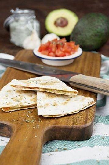 DIY-Anleitung: Quesadillas mit Tomaten und Avocado zubereiten via DaWanda.com