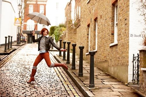 Mara Sand: Stylische atmungsaktive und wasserdichte GORE-TEX® Stiefel für Damen. Es warten lange Herbstspaziergänge - natürlich mit warmen Füßen!