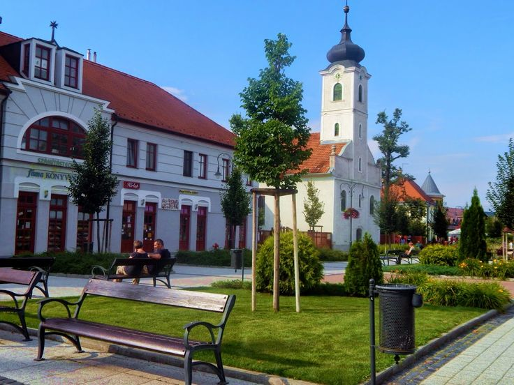 http://kiranduloutak.blogspot.hu/2014/08/godollo-latnivaloi.html Hungary  -  Gödöllő  - Fő tér