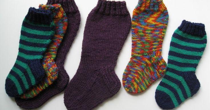 Neuleita villasukkia