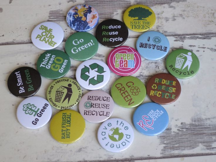 Recycling badges heading out to a school in The Cotswold's. Lovely to see so… – Button badges