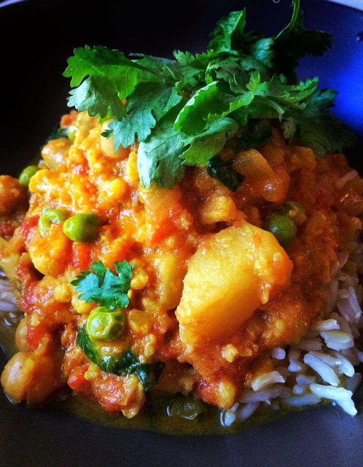 Slow Cooker Cauliflower Chickpea Curry