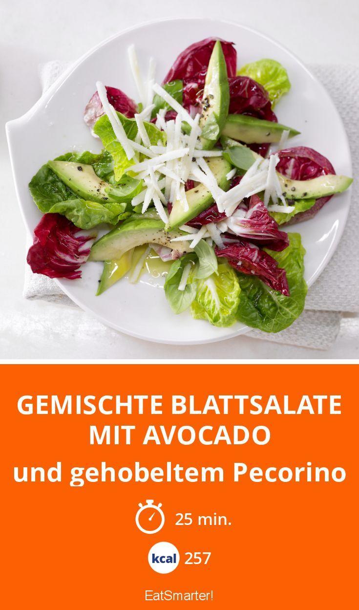 Gemischte Blattsalate mit Avocado - und gehobeltem Pecorino - smarter - Kalorien: 257 Kcal - Zeit: 25 Min. | eatsmarter.de
