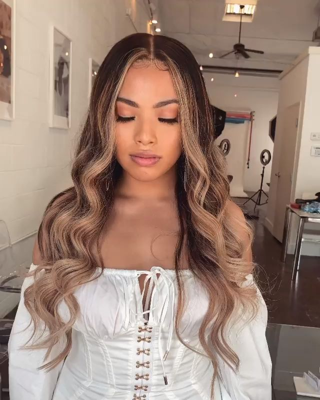 Wowwww, she is so beautiful😍!! #chinalacewig #wigs #haircolor #gorgeousgirl #beauty #pretty #HDlace #ombre #hairstylist #wigvideo #dreamswisslace