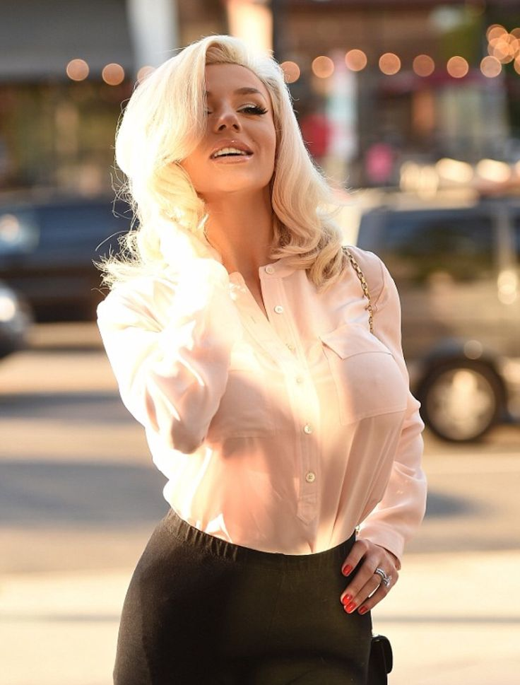 Courtney Stodden channelling old school glamour