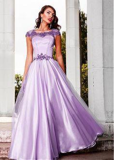 Платья с вышивкой на декольте
