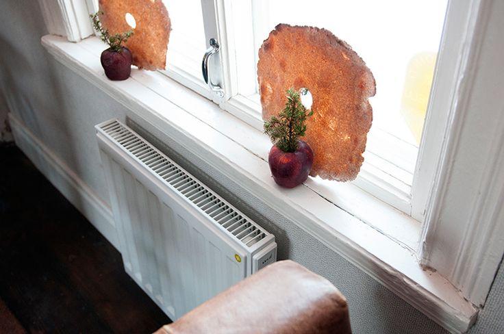 Julstämning i gammalt 1700-tals hus. Elradiator Yali Digital i Café Skorpan, Jakobstad.