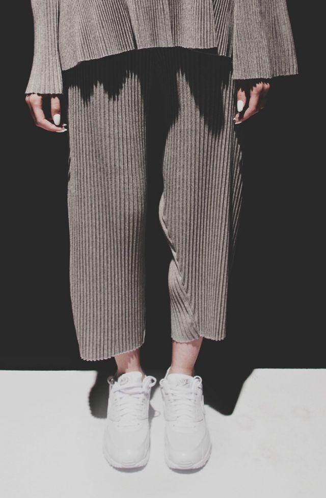 White Sneakers For Girl : Faustine Steinmetz SS 2016 SAMSON CHOI