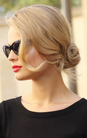 Black Shades - Blonde loose bun - Classic Look.