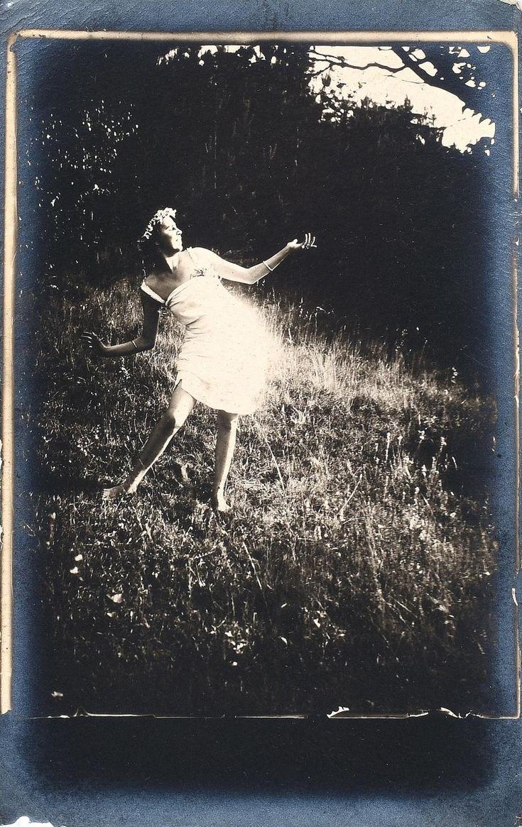 Frantisek Drtikol - Studie tance II., dance, exterior, 1920's