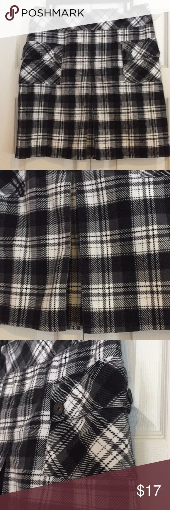 Anne Taylor Loft Plaid Skirt Size 8 Anne Taylor Loft Plaid Skirt Size 8; 100% Cotton; 2 pockets; back Zip with small fray tear at bottom of zipper (see picture); soft cotton; very cute Ann Taylor Loft Skirts Midi