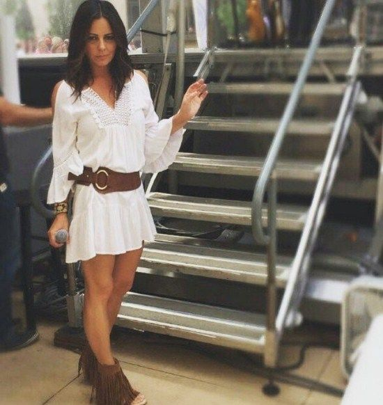 Okay so country music star Sara Evans looks fabulous in our Fifteen Twenty cold-shoulder lace dress. You seriously need this for all the country concerts coming up! Get the entire look at Alysa Rene. #ootd #countrychic #fifteentwenty #koolabura #parkplace #shopalysarene