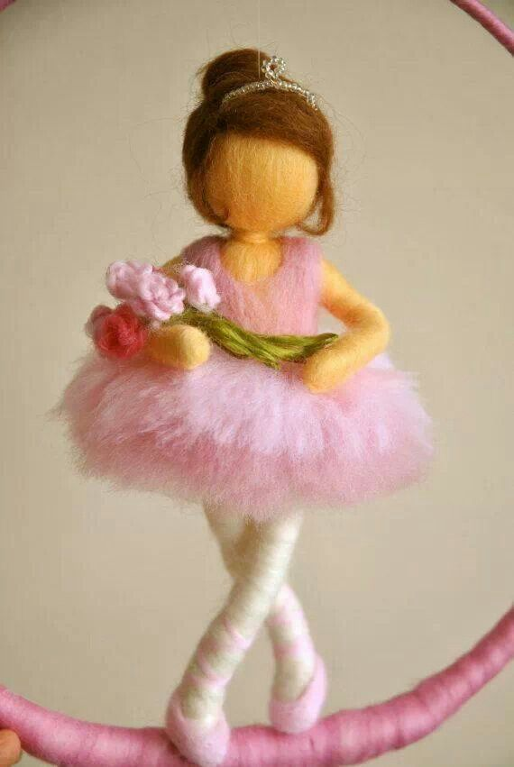 *NEEDLE FELTED ART ~ Hada bailarina
