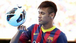 Presiden Barcelona Josep Maria Bartomeu telah meyakinkan fans bahwa Neymar akan menandatangani kontrak baru di Nou Camp dalam beberapa hari mendatang, meskipun laporan di Spanyol menunjukkan Manchester United sedang mencari cara untuk membajak kesepakatan. Kepala klub itu mengakui banyak elit Eropa yang menginginkan pemain internasional Brasil, tetapi mengatakan pemain akan melakukan masa depannya ke Catalan dengan kontrak lima tahun.