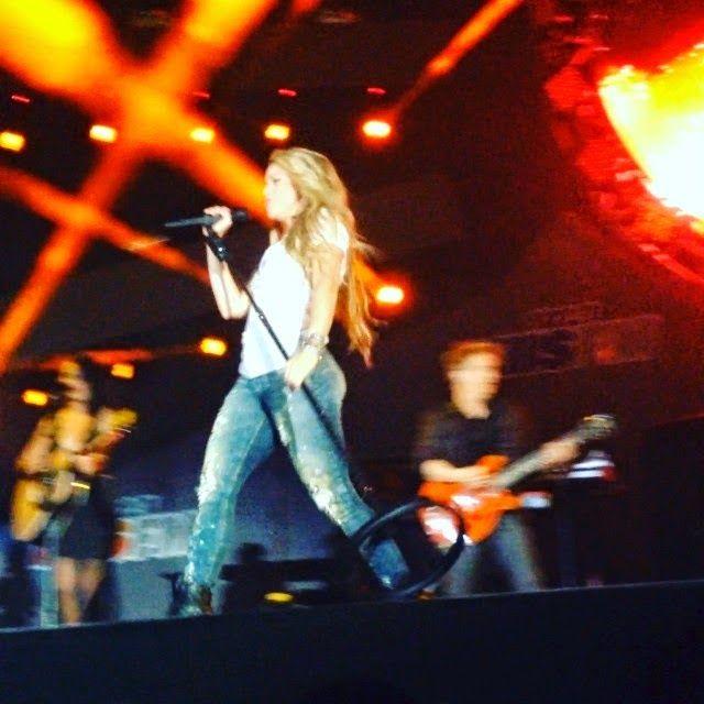 LAS CADERAS TABASCO: Nueva foto: Shakira en el concierto de Wango Tango...