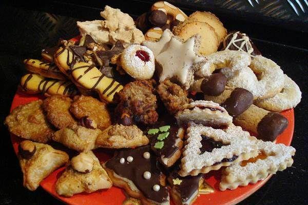 Az Art Nouveau Kiadó gondozásában megjelent Ínycsiklandó karácsonyi aprósütemények c. kötetből ismertetünk a Kiadó engedélyével három receptet. A kekszek tárolásáról A kekszek hosszúideig bád…