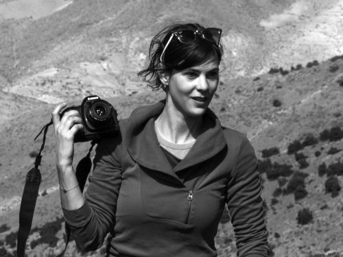 Marie Ozanne : A la suite de ses études à l'Institut d'Etudes Politiques de Lille, la photographie lui apparaît comme une voie évidente pour combiner sa sensibilité artistique à son intérêt pour le monde social.  Marie vit à Bruxelles. Lire plus sur Marie ici : http://www.lesphotographes.org/photographes/marie-ozanne