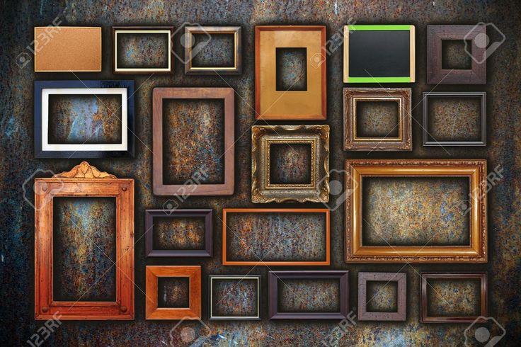 Grunge-Wand Voll Von Alten Holzrahmen, Illustration Lizenzfreie Fotos,  Bilder Und Stock Fotografie. Image 25325405.