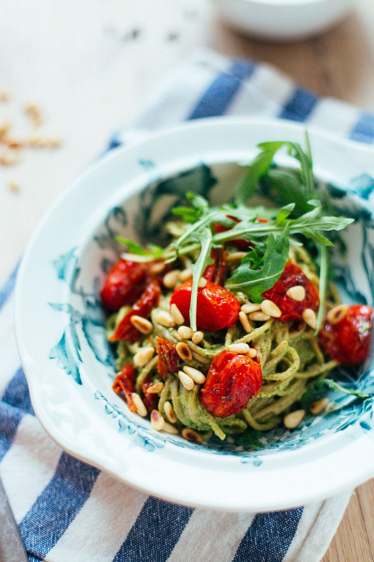 Pasta pesto, tomaat, pijnboompitjes