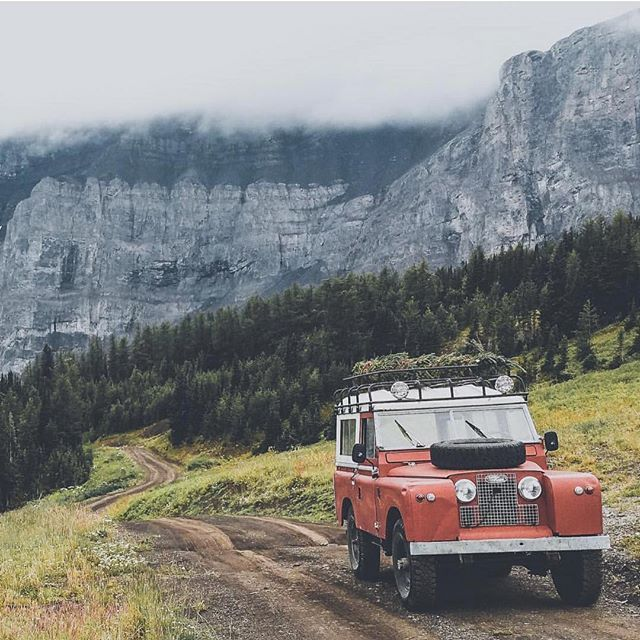 Land Rover 88 Serie II A I the best backgrounf. Love it
