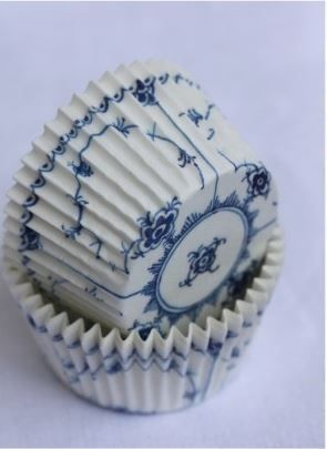Delightful Royal Copenhagen-like porcelain cupcake liners. Both original blogger and I are wondering who crafted these? Anyone? via cake central