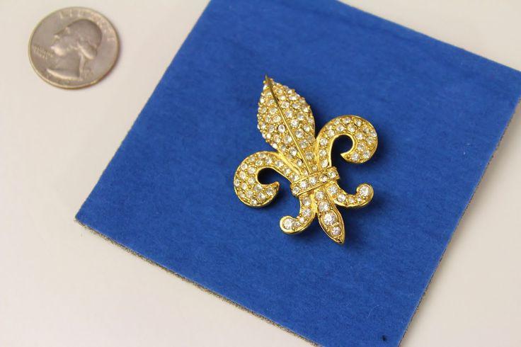 Signed BSK Vintage Fleur de Lis  Brooch/ Pendant by Jewelrin on Etsy #VintageJewelry #JoanRiversBrooch #FluerDeLisBrooch
