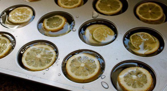 Cubos de hielos grandes con limones