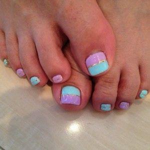 Uñas en tonos pastel, encuentra más diseños para tus pies aquí..http://www.1001consejos.com/decoracion-de-tus-pies-para-verano/