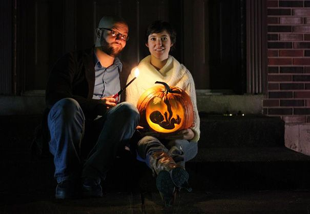 This is probably the coolest Halloween baby announcement ever! An unknown couple made a cute x-ray-like pumpkin carving that shows their little baby. It immediately went viral on reddit