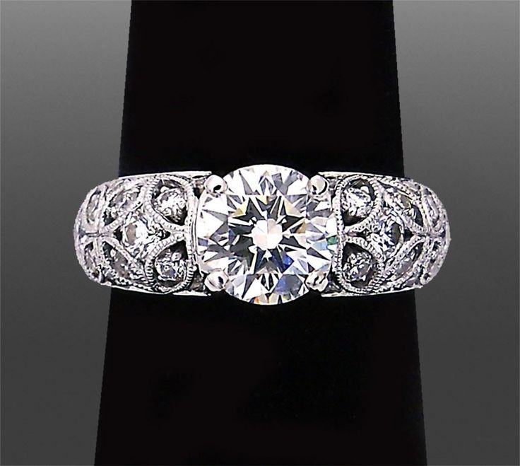 Great Engagement Ring expert Vanessa Nicole explains important tips when choosing round cut diamond engagement rings